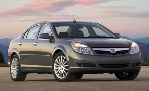 Tire, Automotive mirror, Wheel, Mode of transport, Daytime, Glass, Vehicle, Automotive design, Car, Automotive lighting,