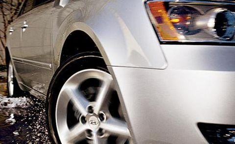 Motor vehicle, Automotive design, Automotive tire, Alloy wheel, Automotive lighting, Automotive wheel system, Rim, Automotive exterior, White, Car,