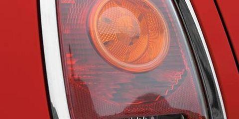 Automotive lighting, Automotive tail & brake light, Automotive design, Headlamp, Automotive parking light, Automotive exterior, Amber, Light, Grille, Orange,