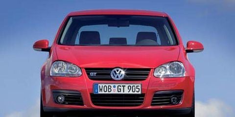 Motor vehicle, Mode of transport, Automotive mirror, Automotive design, Daytime, Transport, Vehicle, Automotive exterior, Hood, Grille,