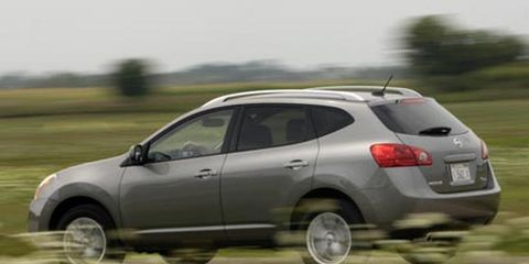 Tire, Motor vehicle, Wheel, Automotive tire, Automotive design, Vehicle, Land vehicle, Automotive mirror, Automotive tail & brake light, Car,