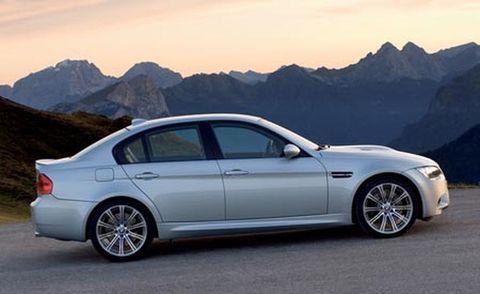 Tire, Wheel, Mode of transport, Mountainous landforms, Automotive design, Alloy wheel, Vehicle, Mountain range, Spoke, Automotive tire,