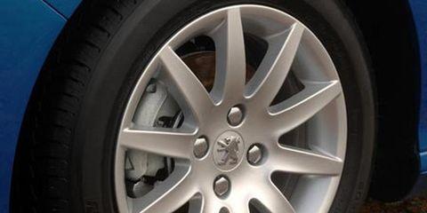 Wheel, Tire, Automotive tire, Alloy wheel, Automotive wheel system, Spoke, Rim, Synthetic rubber, Tread, Hubcap,