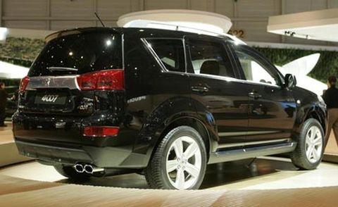 Tire, Wheel, Automotive design, Vehicle, Land vehicle, Automotive tire, Rim, Car, Alloy wheel, Automotive exterior,