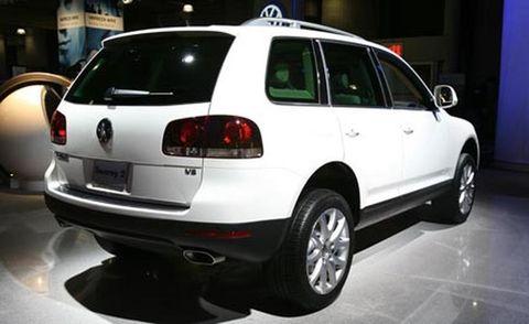 Motor vehicle, Tire, Automotive mirror, Mode of transport, Automotive design, Automotive tail & brake light, Vehicle, Automotive exterior, Automotive tire, Land vehicle,