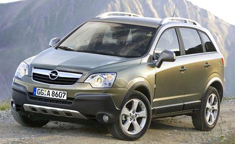Tire, Motor vehicle, Wheel, Automotive tire, Automotive mirror, Vehicle, Automotive design, Transport, Glass, Land vehicle,
