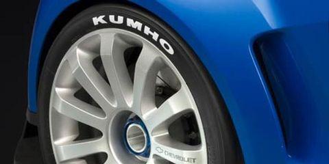 Tire, Wheel, Motor vehicle, Alloy wheel, Automotive tire, Blue, Automotive design, Automotive wheel system, Rim, Spoke,