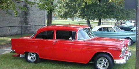 Tire, Motor vehicle, Wheel, Vehicle, Land vehicle, Classic car, Car, Classic, Fender, Automotive parking light,