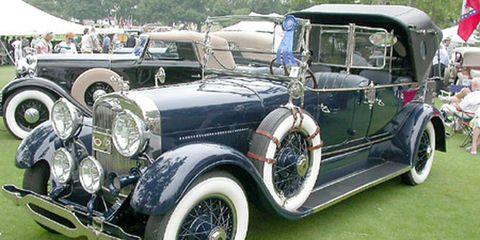 Tire, Motor vehicle, Wheel, Mode of transport, Automotive design, Vehicle, Land vehicle, Classic car, Headlamp, Photograph,