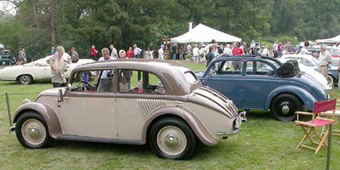 Tire, Wheel, Vehicle, Land vehicle, Classic car, Car, Classic, Antique car, Fender, Vehicle door,