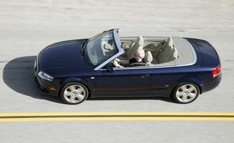 Tire, Motor vehicle, Wheel, Automotive mirror, Mode of transport, Automotive design, Vehicle, Transport, Land vehicle, Vehicle door,