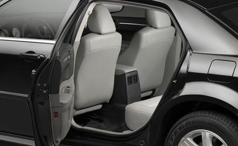 Motor vehicle, Mode of transport, Automotive design, Vehicle, Vehicle door, Automotive tire, Automotive exterior, Rim, Fender, Car seat,