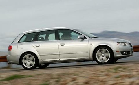 Tire, Wheel, Automotive design, Mode of transport, Automotive tire, Transport, Vehicle, Rim, Car, Alloy wheel,