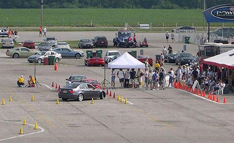 Land vehicle, Vehicle, Car, Motorsport, Race track, Automotive parking light, Racing, Asphalt, Touring car racing, Auto racing,