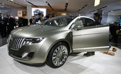 Wheel, Automotive design, Vehicle, Land vehicle, Event, Car, Auto show, Grille, Exhibition, Luxury vehicle,