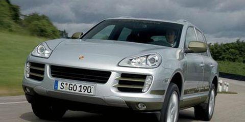 Motor vehicle, Tire, Automotive mirror, Mode of transport, Automotive design, Transport, Vehicle, Automotive tire, Vehicle registration plate, Land vehicle,