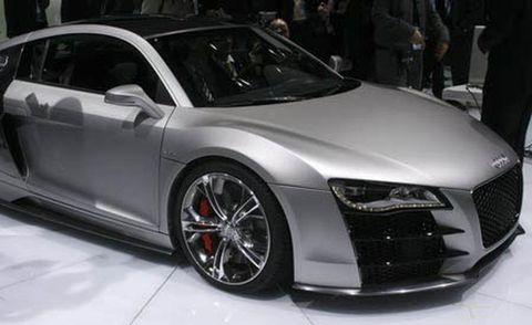 Automotive design, Vehicle, Event, Land vehicle, Car, Alloy wheel, Rim, Personal luxury car, Automotive tire, Vehicle door,