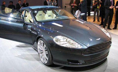 Tire, Wheel, Automotive design, Vehicle, Land vehicle, Event, Car, Personal luxury car, Rim, Automotive wheel system,