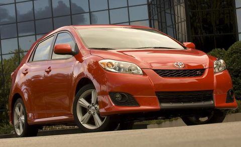 Tire, Motor vehicle, Wheel, Automotive design, Daytime, Vehicle, Transport, Automotive lighting, Land vehicle, Headlamp,