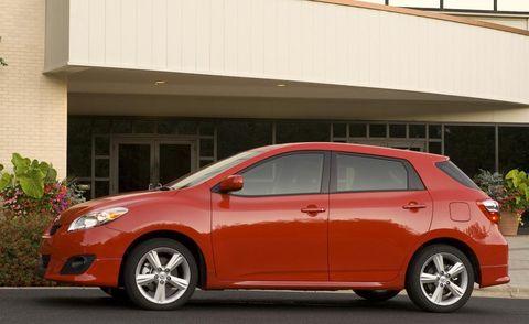 Tire, Wheel, Motor vehicle, Mode of transport, Automotive mirror, Automotive design, Vehicle, Land vehicle, Vehicle door, Car,