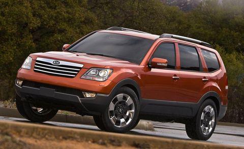 Tire, Wheel, Motor vehicle, Automotive tire, Vehicle, Land vehicle, Automotive design, Rim, Glass, Car,