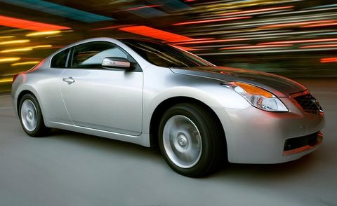 Motor vehicle, Tire, Wheel, Automotive design, Mode of transport, Vehicle, Automotive lighting, Glass, Headlamp, Car,