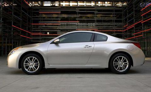 Tire, Wheel, Automotive design, Vehicle, Car, Rim, Automotive lighting, Alloy wheel, Fender, Mid-size car,
