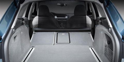Motor vehicle, Mode of transport, Trunk, Car, Automotive exterior, Vehicle door, Personal luxury car, Luxury vehicle, Automotive window part, City car,