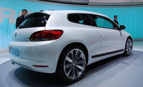 Tire, Automotive design, Vehicle, Land vehicle, Car, Automotive exterior, Automotive mirror, Glass, Automotive tire, Hatchback,
