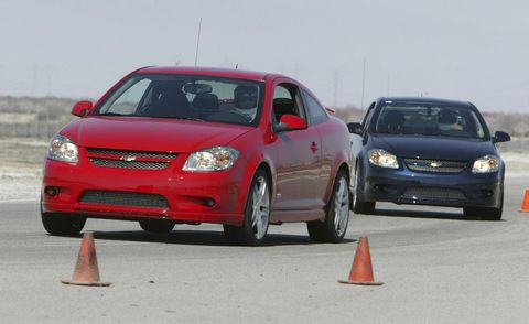 Tire, Wheel, Automotive design, Vehicle, Land vehicle, Automotive lighting, Transport, Hood, Automotive mirror, Car,