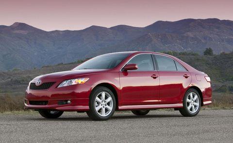 Tire, Wheel, Automotive design, Mountainous landforms, Vehicle, Rim, Alloy wheel, Mountain range, Car, Automotive mirror,