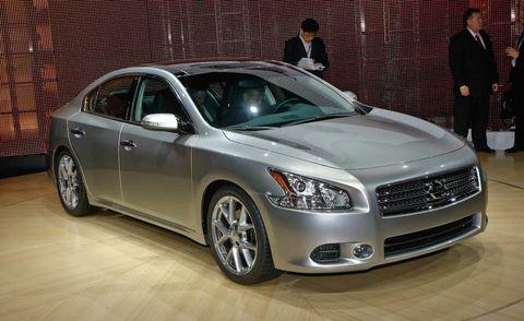 Tire, Wheel, Automotive design, Vehicle, Car, Rim, Full-size car, Alloy wheel, Mid-size car, Glass,