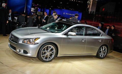 Tire, Wheel, Automotive design, Vehicle, Land vehicle, Event, Car, Automotive lighting, Full-size car, Personal luxury car,