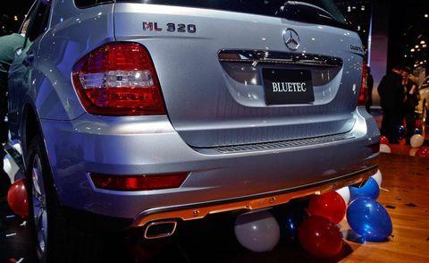 Automotive tail & brake light, Automotive design, Vehicle, Automotive lighting, Automotive exterior, Car, Balloon, Fender, Luxury vehicle, Bumper,