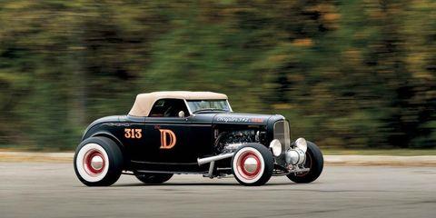 Tire, Wheel, Automotive tire, Automotive design, Transport, Automotive wheel system, Car, Classic car, Fender, Asphalt,