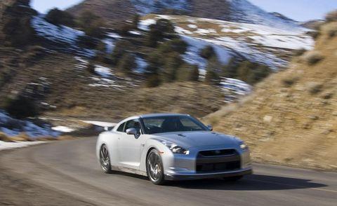 Tire, Automotive design, Vehicle, Land vehicle, Automotive mirror, Mountainous landforms, Rim, Car, Alloy wheel, Headlamp,