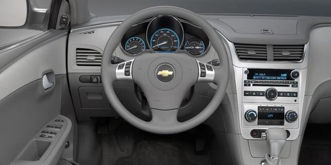 Motor vehicle, Steering part, Product, Steering wheel, Automotive design, Car, White, Technology, Center console, Speedometer,