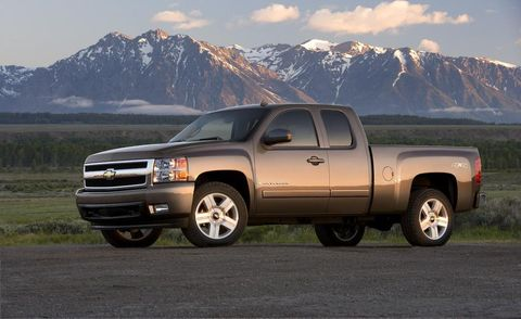 Tire, Wheel, Motor vehicle, Automotive tire, Daytime, Vehicle, Land vehicle, Mountainous landforms, Automotive design, Rim,