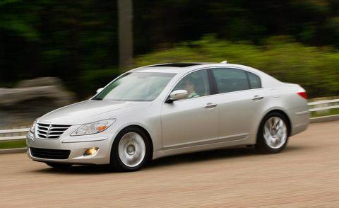 Tire, Wheel, Automotive design, Vehicle, Land vehicle, Automotive mirror, Car, Alloy wheel, Automotive lighting, Full-size car,