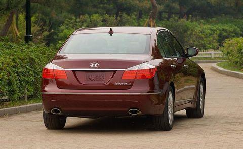 Tire, Mode of transport, Automotive design, Vehicle, Automotive lighting, Automotive tail & brake light, Automotive exterior, Car, Full-size car, Personal luxury car,
