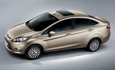 Tire, Motor vehicle, Wheel, Mode of transport, Automotive design, Automotive mirror, Vehicle, Land vehicle, Glass, Car,