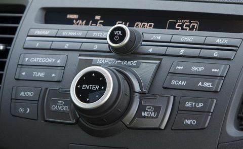 Vehicle audio, Center console, Electronics, Technology, Luxury vehicle, Radio, Multimedia, Satellite radio, Personal luxury car, Machine,