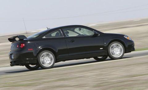 Tire, Wheel, Automotive design, Vehicle, Automotive tire, Automotive mirror, Car, Alloy wheel, Rim, Vehicle door,