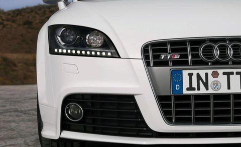 Motor vehicle, Automotive design, Vehicle, Automotive lighting, Hood, Headlamp, Grille, Automotive exterior, Car, White,