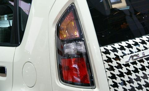 Automotive tail & brake light, Automotive lighting, Automotive parking light, White, Automotive exterior, Trunk, Automotive side marker light, Automotive light bulb, City car, Kit car,