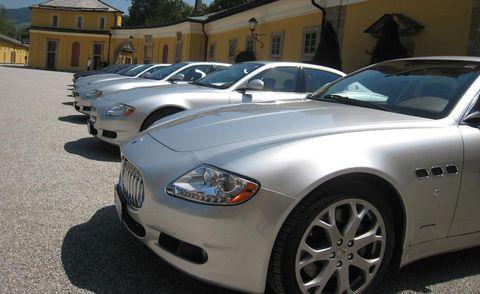 Tire, Motor vehicle, Wheel, Automotive design, Vehicle, Land vehicle, Automotive lighting, Hood, Headlamp, Automotive parking light,