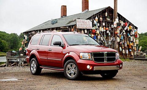 Tire, Wheel, Automotive tire, Vehicle, Land vehicle, Transport, Car, Hood, Automotive parking light, Rim,