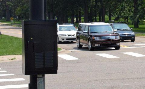 Land vehicle, Vehicle, Automotive parking light, Infrastructure, Road, Car, Road surface, Fender, Asphalt, Sport utility vehicle,