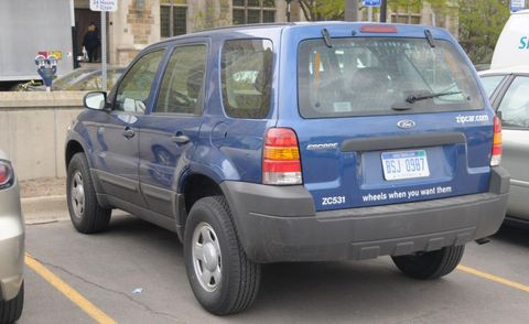 Tire, Motor vehicle, Wheel, Automotive tire, Land vehicle, Vehicle, Automotive tail & brake light, Car, Automotive exterior, Automotive parking light,