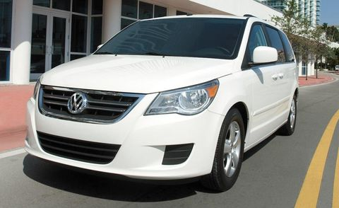 Motor vehicle, Wheel, Automotive mirror, Mode of transport, Daytime, Vehicle, Transport, Glass, Land vehicle, Automotive exterior,